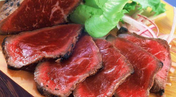 自宅で安心、芳ばしさ甘み旨味をご堪能。美味しい馬肉のタタキのサラダ!